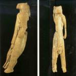 Vrouwe met hoofd van leeuwin. Hohlenstein-Stadel. 32.000 v. Chr. 29,6 cm. Opgegraven tussen 1937-39 door Robert Wetzel. Hohlenstein-Stadel ligt in de deelstaat Baden-Würtemberg. Thans in Ulmer Museum te Ulm.