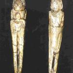 25 Vrouwe uit Mal'ta. Van voor en achter uit Siberië in Rusland bij de stad Irkoetsk bij het Baikal-meer. In 1928 gevonden door M.M. Gerasimov in de buurt van Irkoutsk. 8,7 cm. 20.000 v. Chr. Thans in het Hermitage Museum in St. Petersburg.
