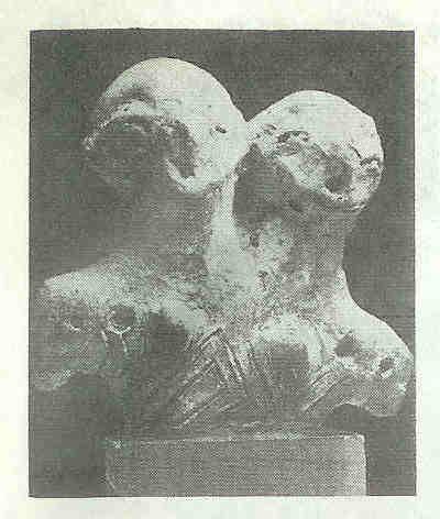 Vinca-godinnen. Moeder en Dochter. Het ene hoofd is groter dan het andere. Vinca-cultuur. Tussen 5000-4800 v. Chr.