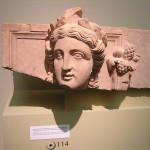Godin uit Petra. 2e eeuw na Chr. Ten tijde van Nabataeërs. De Nabataeërs zijn een Arabische stam die zich in de  6e eeuw v. Chr. in Jordanië vestigt.