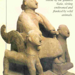 Gaia van Griekenland. Zij zit tussen gevleugelde dieren. 7e eeuw v. Chr., Griekenland.