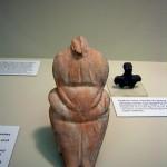 Naakte Vrouwelijke Figurine. Uit de oude stad Ain Ghazal. 6400-5000 v. Chr. Jordanië.