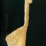 'Vrouwenbeeldje' uit Gönnersdorf. 7.2 cm, ivoor. Opgravingen in 1968 en 1976. 11.000 v. Chr. Het is een van de elf beeldjes die hier gevonden zijn. Thans in LAD Rheinland-Pfalz, Archäologische Denkmalpflege Amt Koblenz te Koblenz.