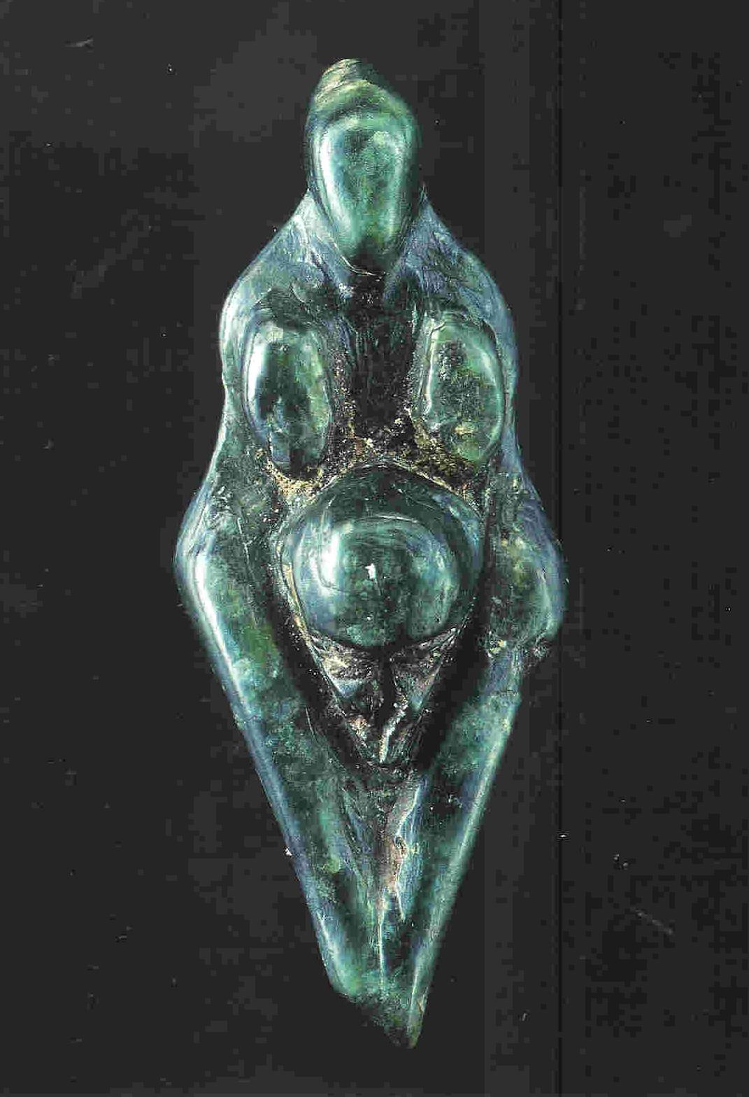 'La Losange'. 'De Ruit'. Grimaldi. 6.1 cm. 22.000-17.0000 v. Chr. Groene staetiet. Musée des Antiquités Nationales, Saint-Germain-en-Laye.