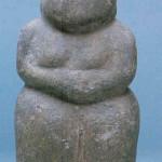 Godin van Zwarte Steen. 15,5 cm. Catal Hüyük laag VI in het Luipaardheiligdom. 6000-5500 v. Chr.