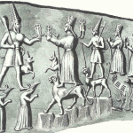 Schets van Hettitische godenfamilie. Hebat, zonnegodin der Hettieten met partner Teshub, de stormgod. Hebat staat op panter. Teshub staat op gebogen berggoden.  Linksachter Teshub staat de stormgod van Hattusa op twee bergen met platte toppen. Rechts van hebat staat haar zoon ook op een panter. Daarnaast zweven haar twee dochters boven de tweekoppige adelaar.