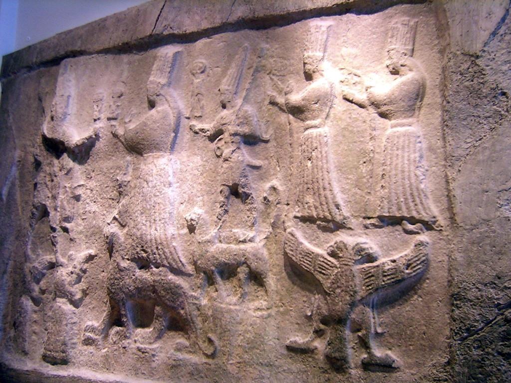 Foto van het grote reliëf uit het Pergamonmuseum te Berlijn.