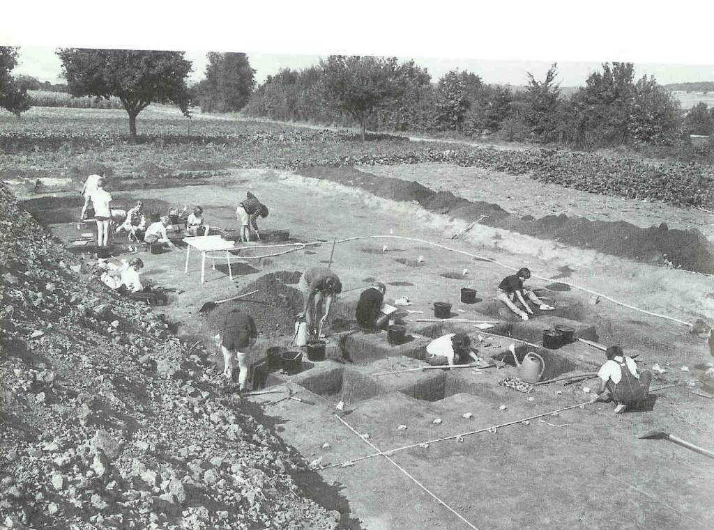 Opgegraven grootfamilie huis bij Schwanfeld. Landeskreiz Schweinfort in Noord-Bavaria, Duitsland. Vroegste fase Lineaire Band cultuur, 6e millennium v. Chr.