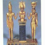 Isis, Osiris en Horus. Triade van Osorkon, 889-866 v. Chr. Egypte.