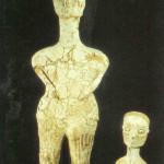 'Zeina en Uriah' uit Ain Ghazal, 7500-5500 v. Chr. 84 cm, 32.4 cm. Thans in het Nationaal Archeologisch Museum te Amman.