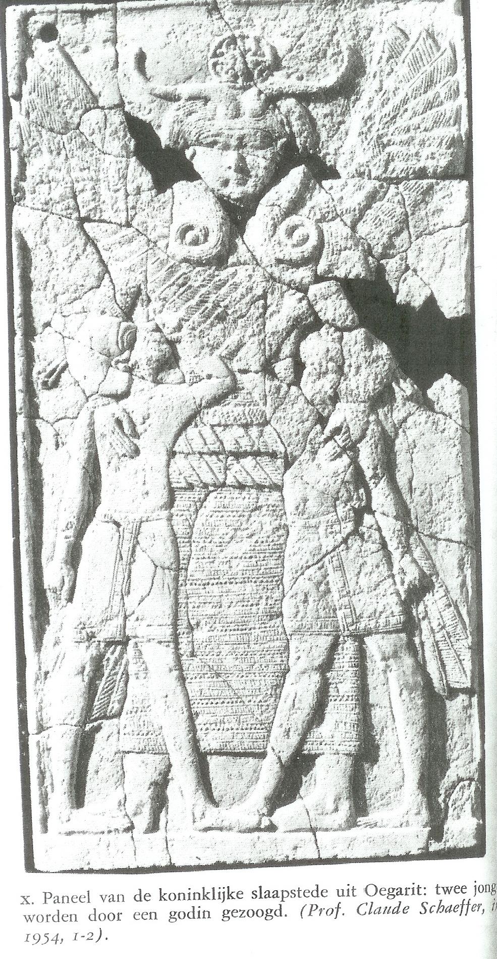 Moedergodin met Hathor- of omega-kapsel. Zij zoogt twee godenzonen. Ivoren paneel ter versiering van een belangrijk bed uit Oegarit. 14e eeuw, van Venus tot Madonna, 281.