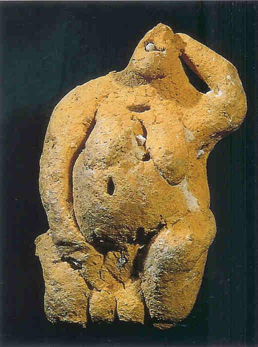Hoogzwangere uit Tarxien-tempel met schelpen in rug.