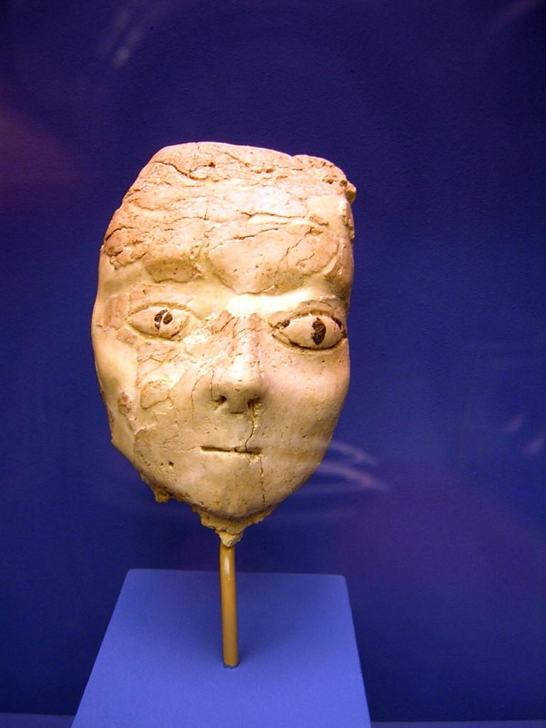 Hoofd. Ain Ghazal. 7e millennium. Thans in het Nationaal Archeologisch Museum te Amman.