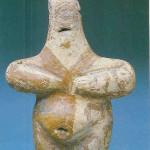 Zwangere godin. 8.8 cm, breedte 5.6 cm. Gebakken klei. Hacilar, laag II B uit de graanschuur. Vroege kopertijd tussen 55000 en 500 v. Chr. Thans in museum voor Anatolische beschavingen, cat nr 19281.
