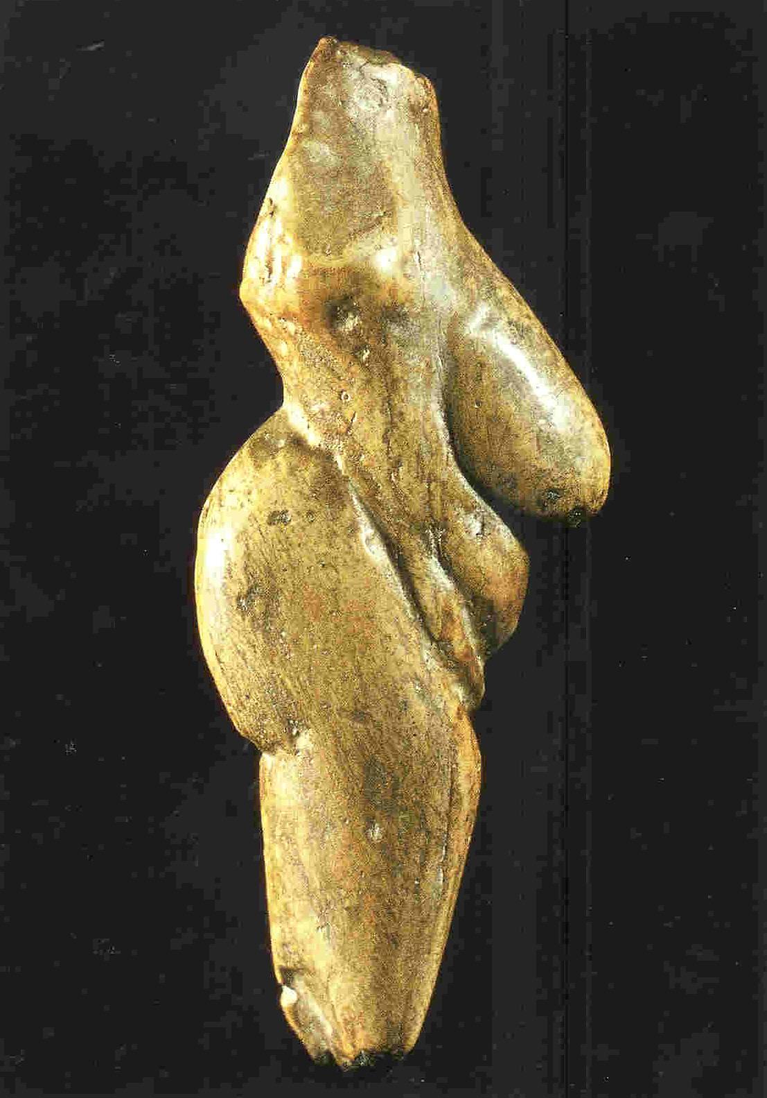 Slowakije: 'Vrouwe van Moravany'. Ook wel 'figurine' van Moravany genoemd. Zij ondersteunt met beide handen haar zware en zwangere buik. Slowakije. 8 cm. 22.000 v. Chr. Thans in Nitra in Slowakije.