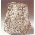 Lente-godin met graan en geiten, Oegarit, 13eeuw v. Chr. Ivoor.