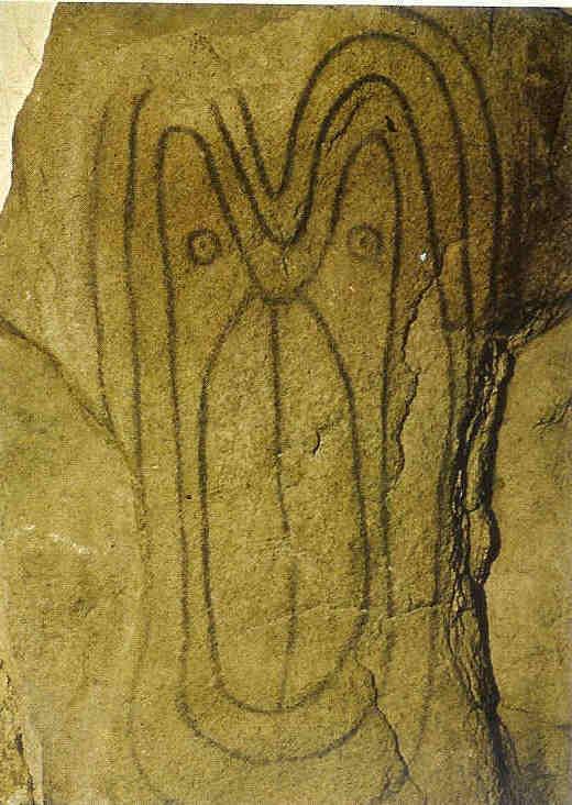 Gegraveerde gezicht op megaliet in Luffang. Luffang, Bretagne. Van de wanden van de 15.000 megalithische graven in West-Europa zijn er 200 bewerkt en versierd.