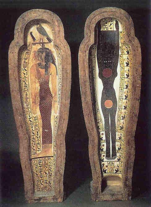 Noet in de binnenkant van een sarcofaag als beschermgodin in de dood. De dode komt in haar tot nieuw leven.