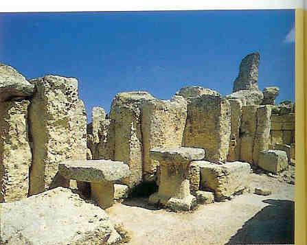 Interieur van Hagar Qim met altaren.